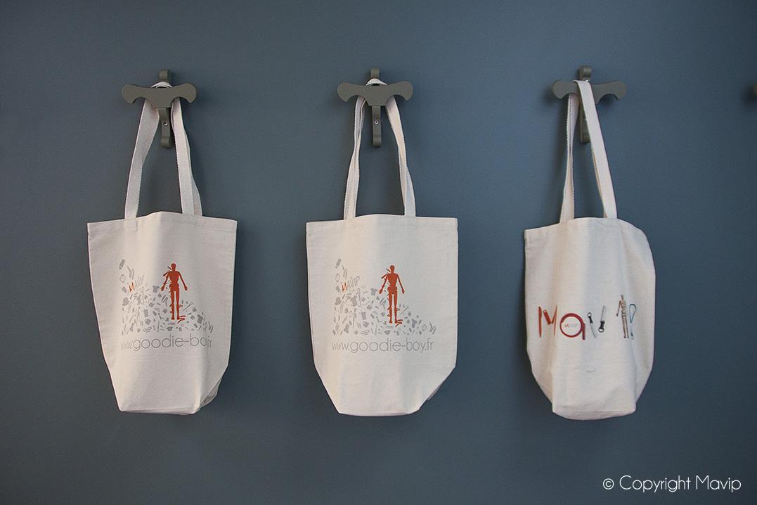 tote bags sérigraphie personnalisés et personnalisables avec logo ou visuels de communication