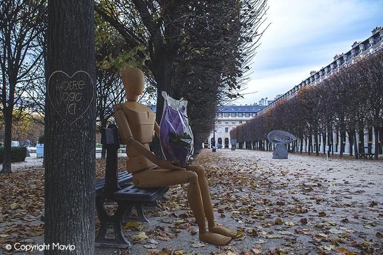 Goodie Boy et ses objets publicitaires à Paris avec des fleurs #votrelogoici