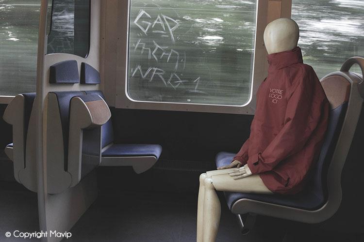 Goodie Boy et ses objets publicitaires dans le train à Paris #votrelogoici