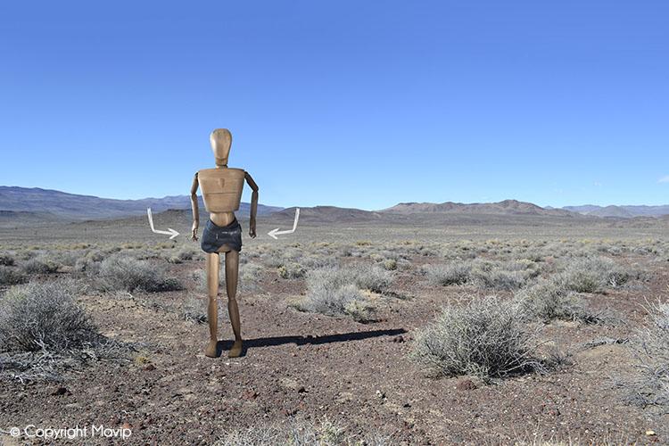 Goodie Boy et ses objets publicitaires dans la death valley avec une ceinture #votrelogoici