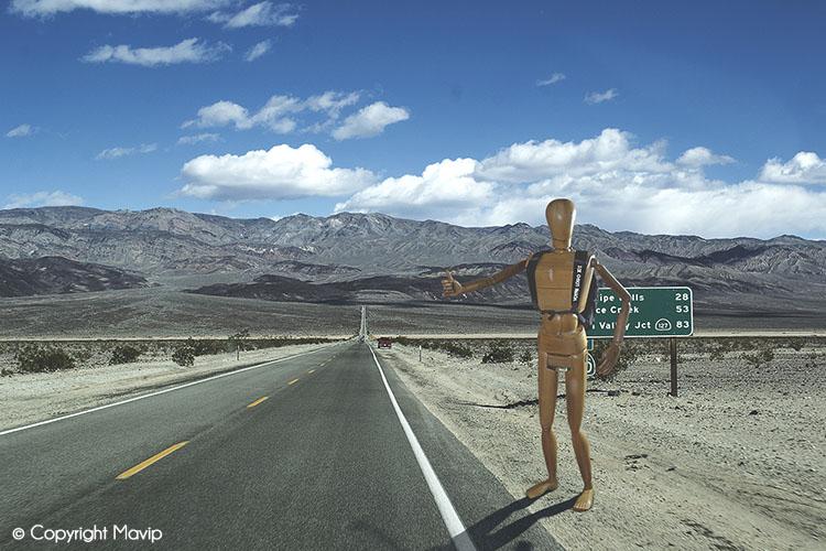 Goodie Boy et ses objets publicitaires à la death valley avec un sac à dos #votrelogoici