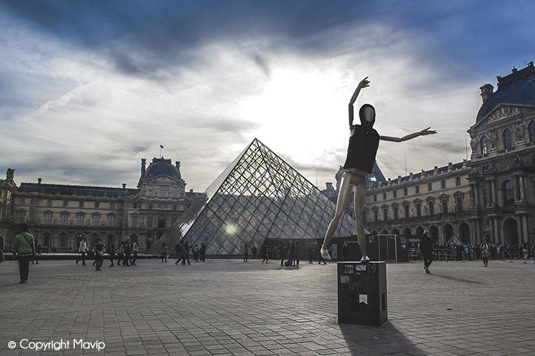 Goodie Boy et ses objets publicitaires au louvre à Paris #votrelogoici