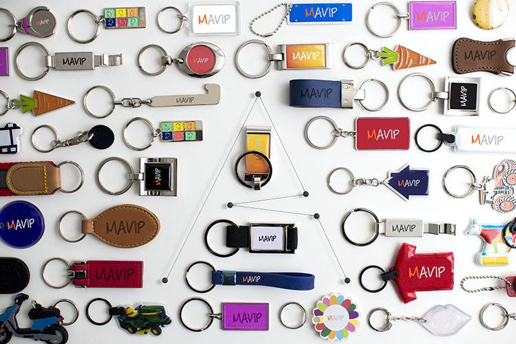 Les lettres de Mavip écrites avec des objets pub
