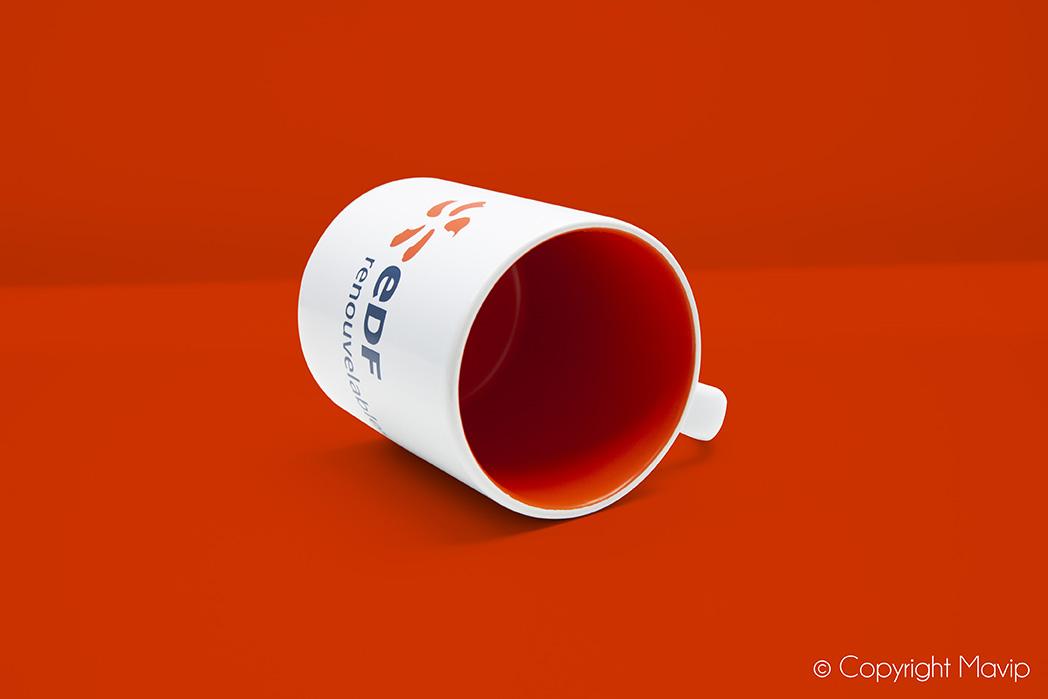Objet média mug personnalisé à la couleur pantone EDF par Mavip
