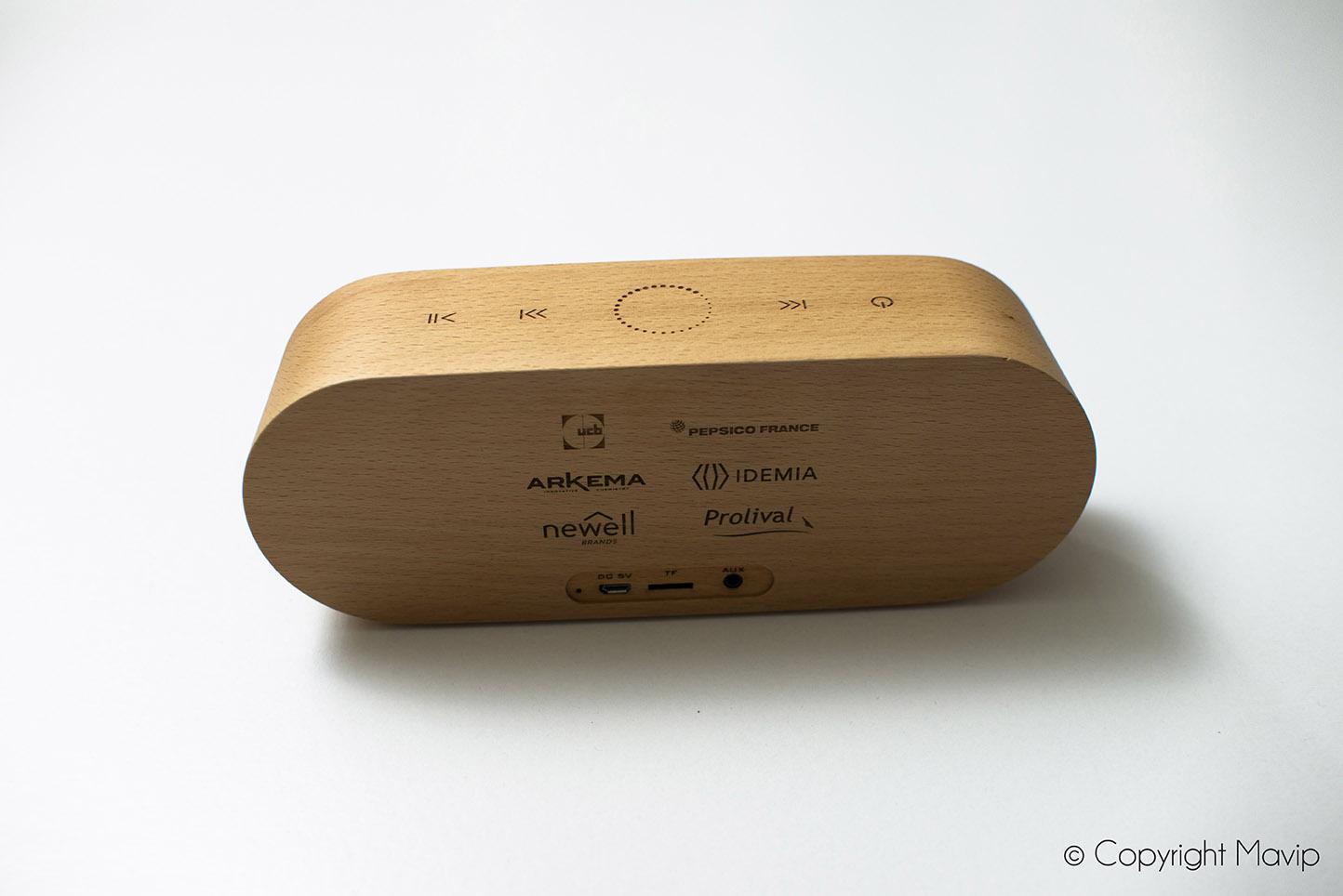 Enceinte en bois personnalisable avec logo d'entreprise