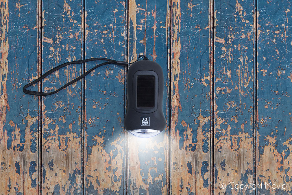 Lampes de poche personnalisables avec marquage ou gravure logo réalisées pour Yara par Mavip