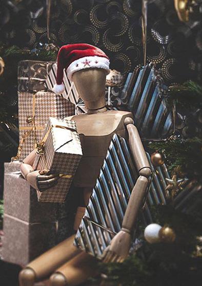 Père Noël en bois avec des cadeaux