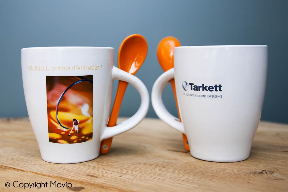Mugs personnalisables réalisés pour tarkett logo all over