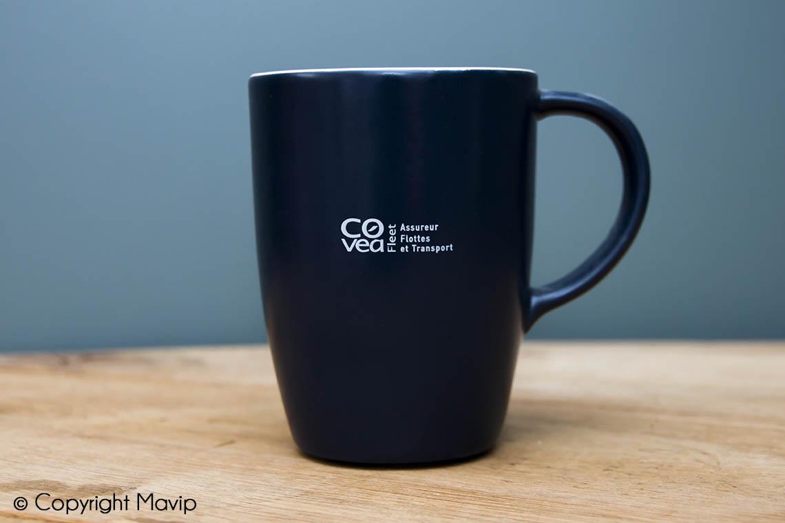 Mugs personnalisables réalisés pour Covéa avec logo gravure