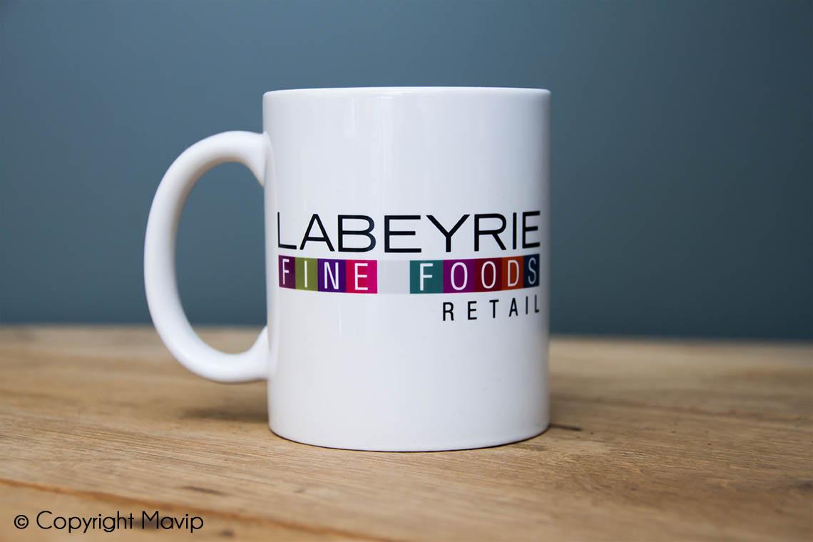 Mugs personnalisés réalisés pour Labeyrie fine foods par Mavip logo impression quadri