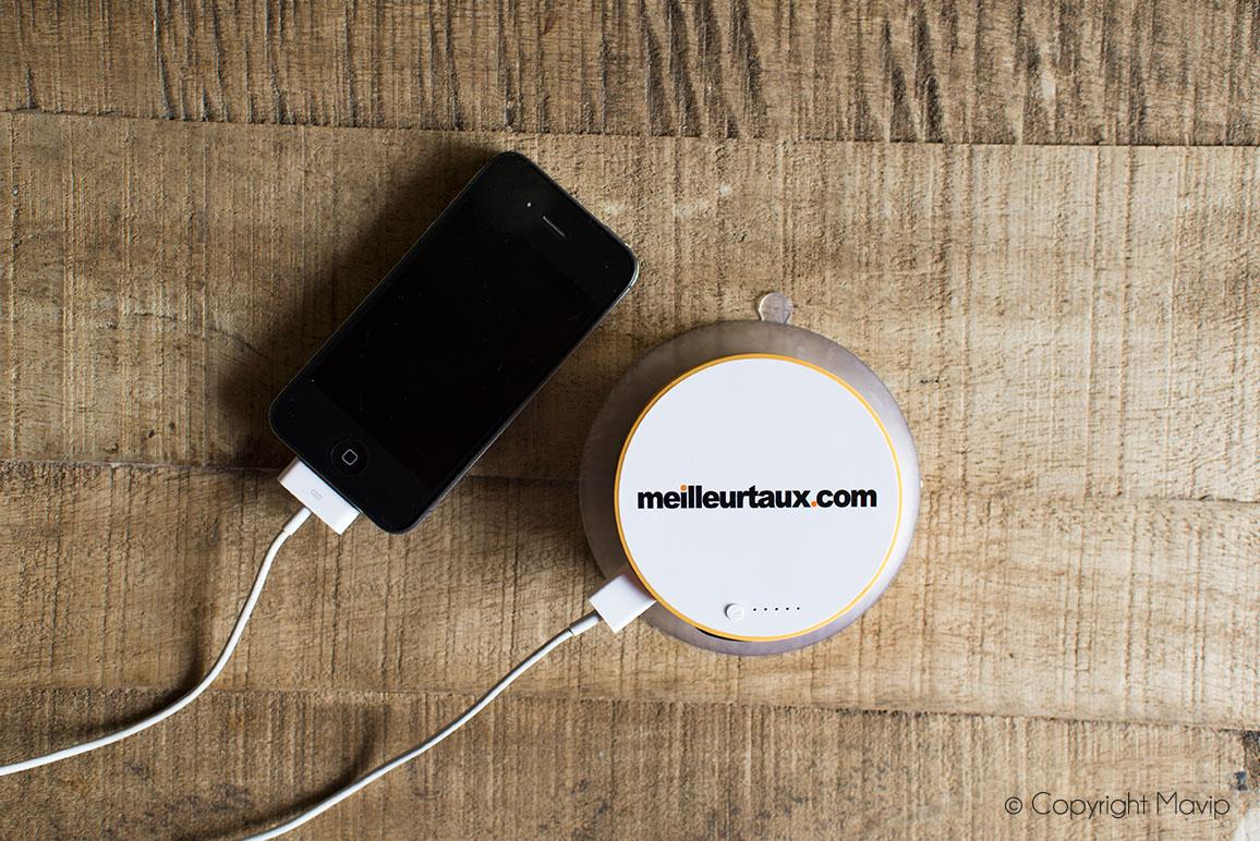 Chargeurs solaire smartphone personnalisables avec logo réalisés pour Meilleurtaux.com par Mavip
