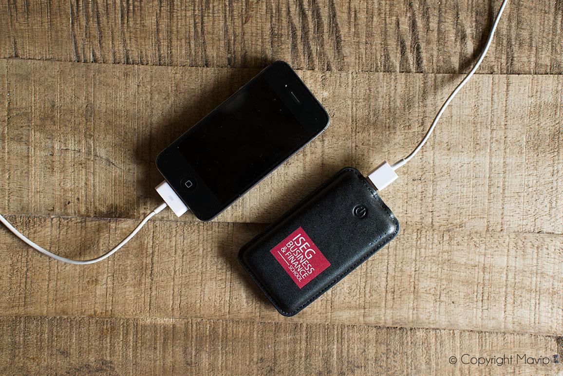 Chargeurs smatphone personnalisable en cuir réalisés pour ISEG par Mavip