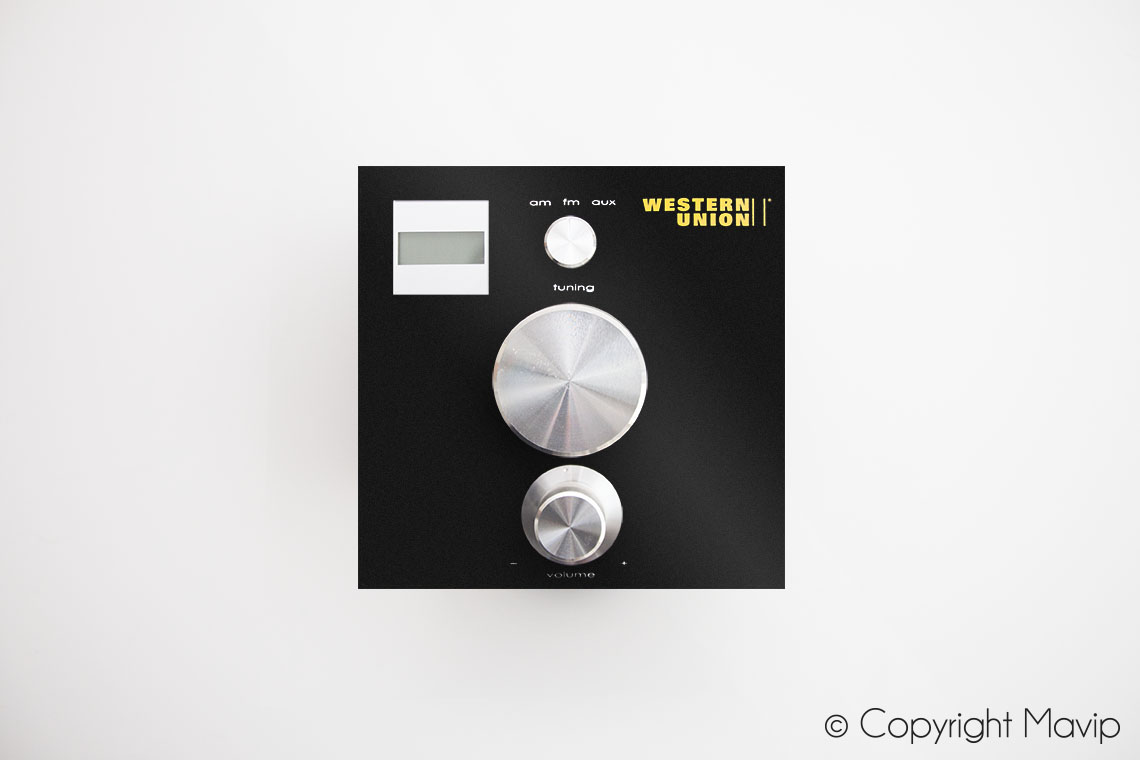 Postes radio personnalisés avec logo réalisés pour Western Union par Mavip