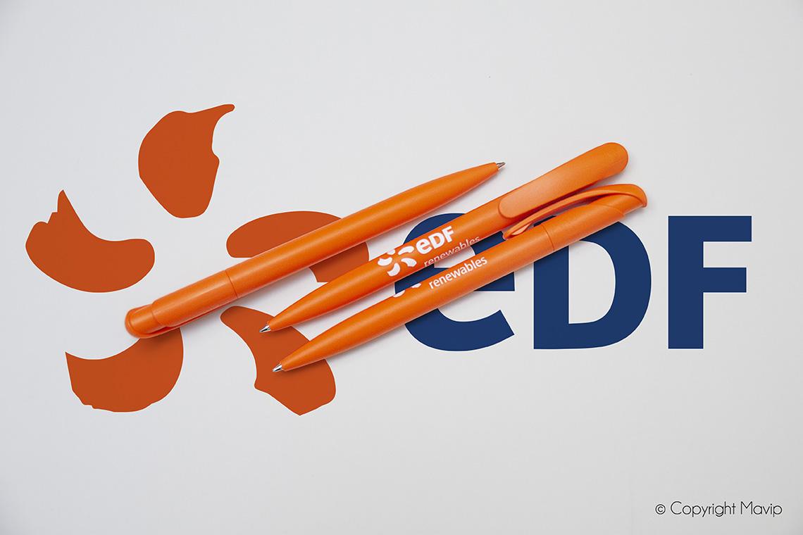 Stylos orange personnalisés avec logo d'entreprise objet média by Mavip