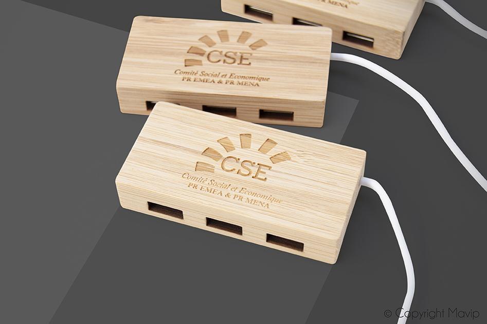 Hub en bois personnalisé avec logfo d'entreprise par Mavip