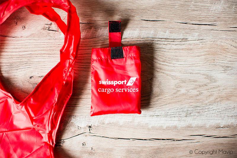 Sacs pliables personnalisés avec logo d'entreprise réalisés pour Swissport par Mavip