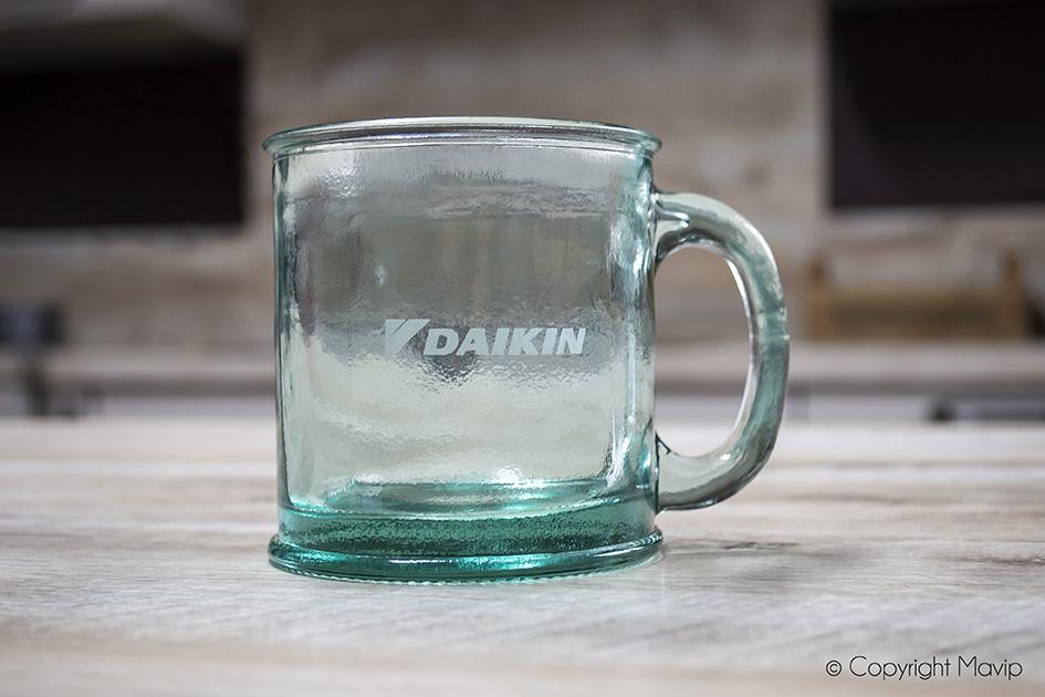 Mugs en verre réalisés pour Daikin par Mavip