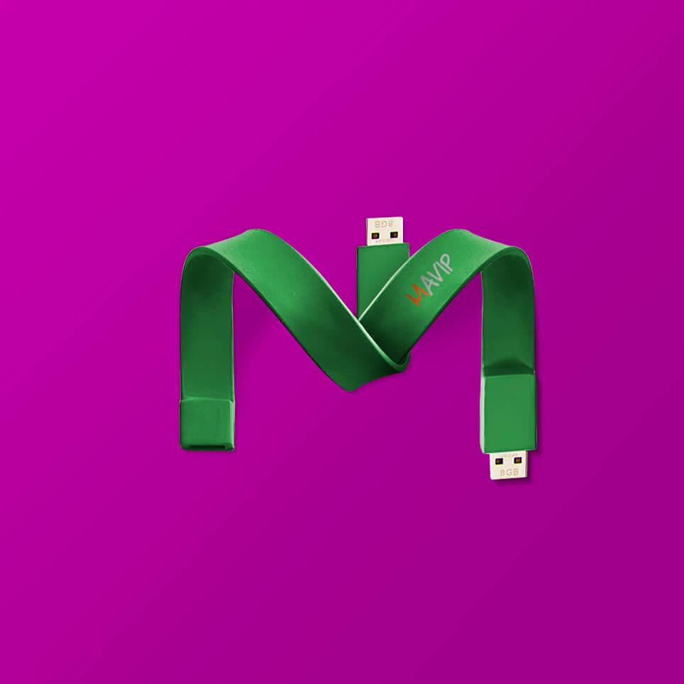 Lettre M écrit avec un goodies de l'abécédaire de Mavip