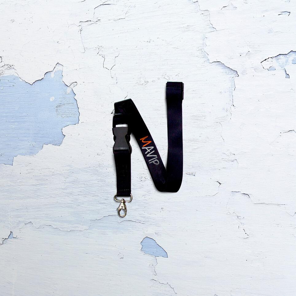 Lettre N écrit avec un goodies de l'abécédaire de Mavip