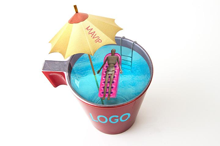 Tasse personnalisable avec logo transparent laissant apparaitre le contenu