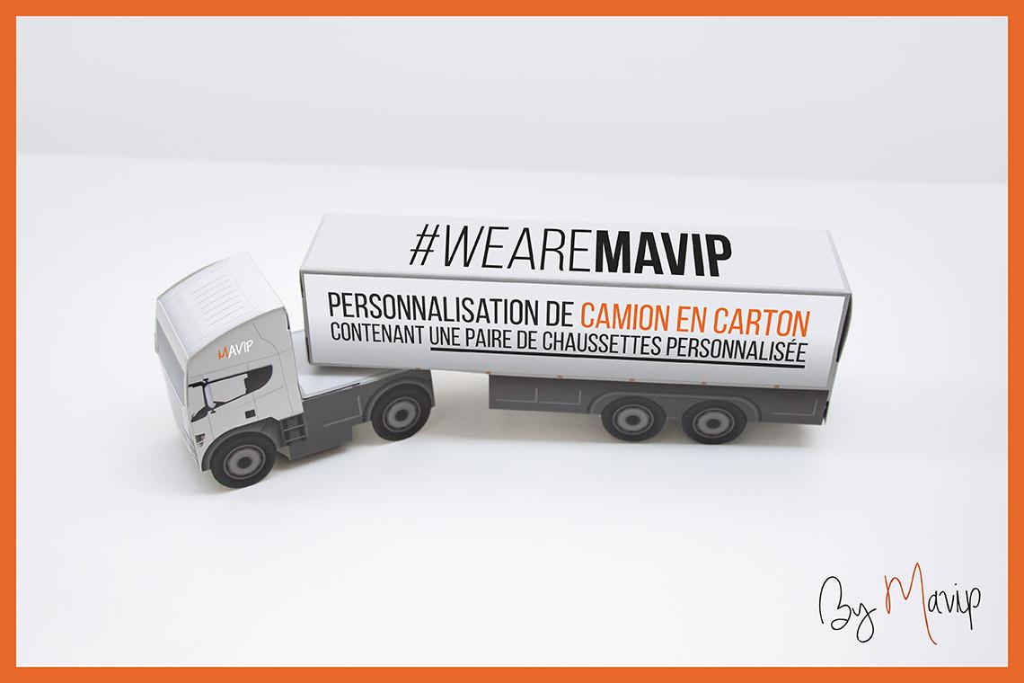 Chaussettes personnalisées avec logo d'entreprise avec packaging camion objet média by Mavip