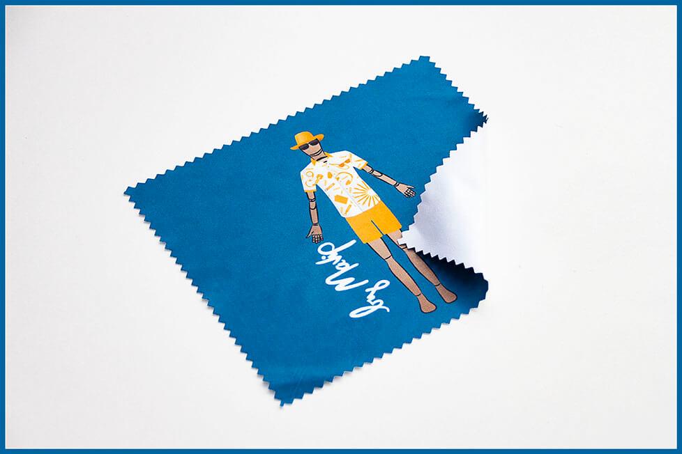 Box remplie d'objets médias personnalisés de la collection Goodie Sun by Mavip