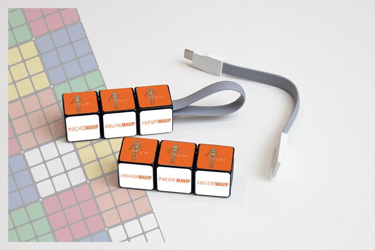 Câble de charge universel Rubik's cube personnalisable avec logo d'entreprise